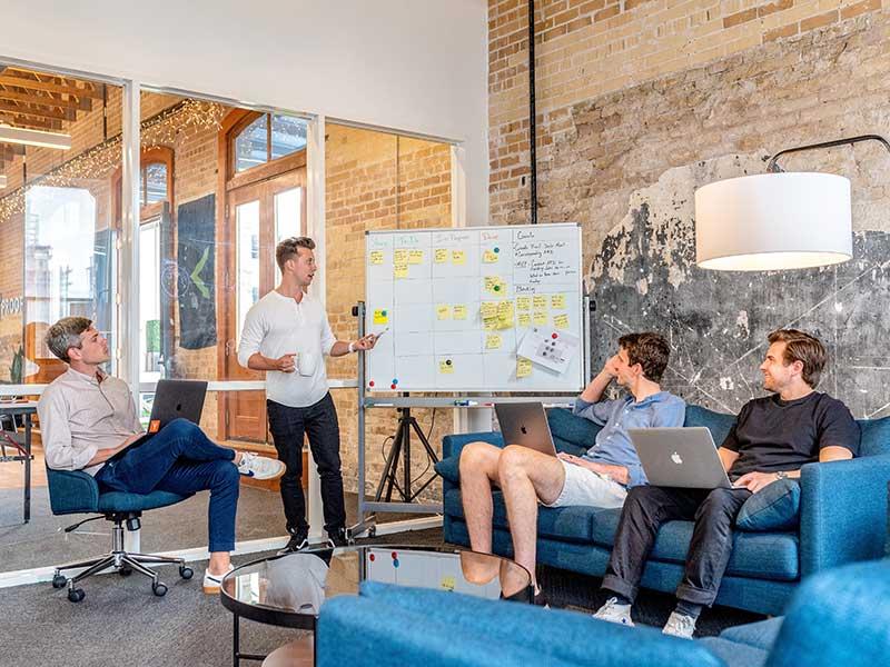 Mise en place d'une stratégie éditoriale pour les réseaux sociaux - La Social Room
